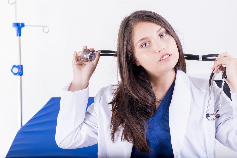 Pierwsza wizyta u ginekologa, kogo wybrać