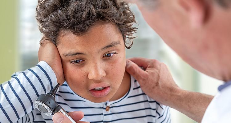 Problemy z uszami. Skąd się biorą?
