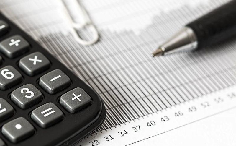 Jak poradzić sobie z problemami finansowymi w branży handlowej? Poznaj faktoring